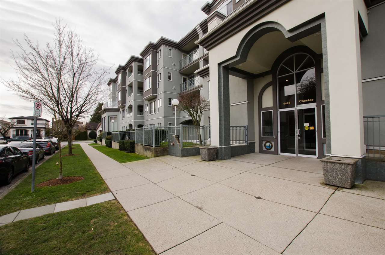 """Photo 2: Photos: 108 6475 CHESTER Street in Vancouver: Fraser VE Condo for sale in """"Southridge House"""" (Vancouver East)  : MLS®# R2439801"""