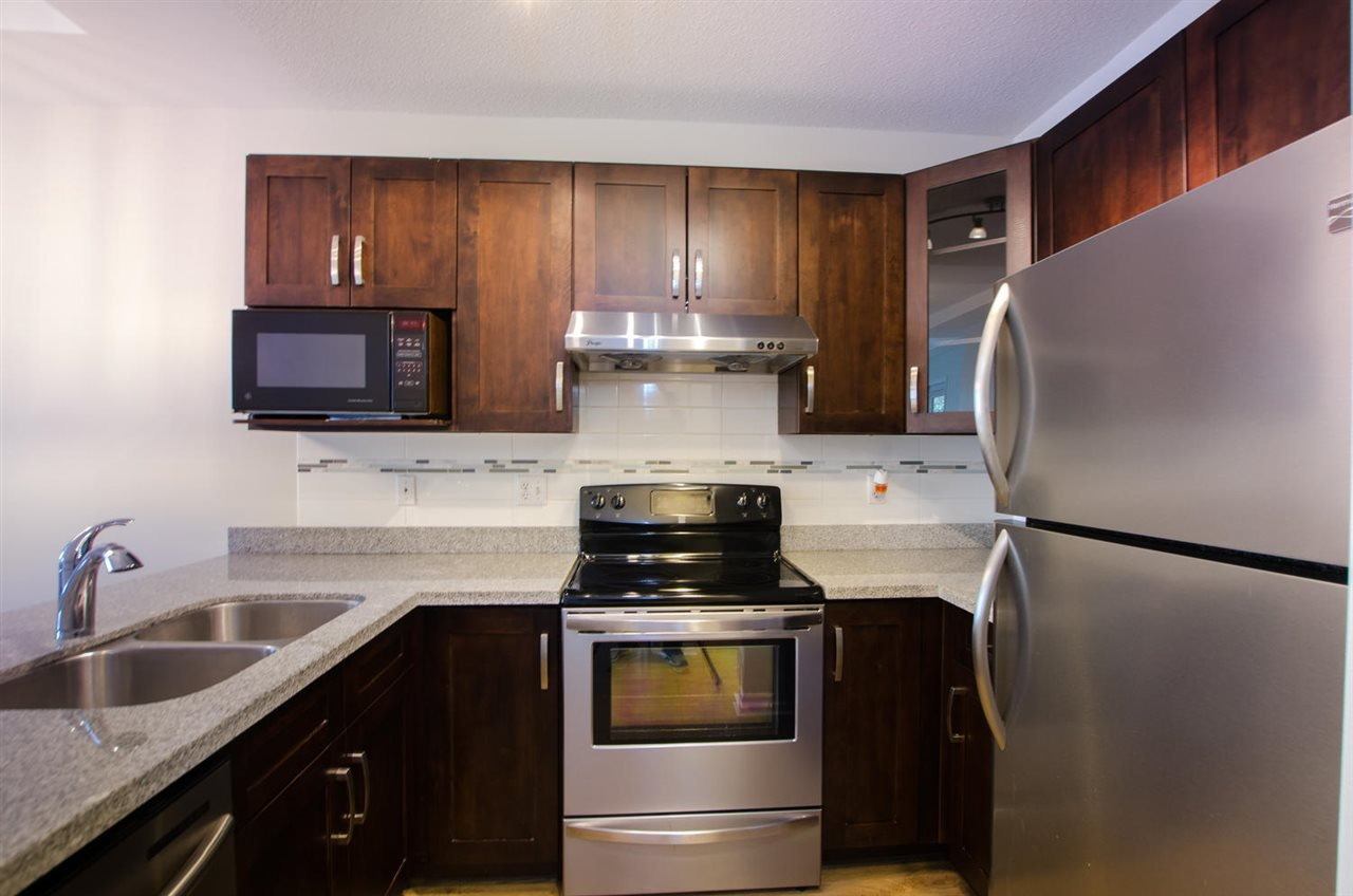 """Photo 13: Photos: 108 6475 CHESTER Street in Vancouver: Fraser VE Condo for sale in """"Southridge House"""" (Vancouver East)  : MLS®# R2439801"""