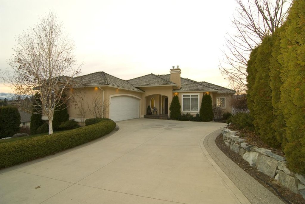 Main Photo: 2114 Lillooet Crescent in Kelowna: Other for sale : MLS®# 10003319