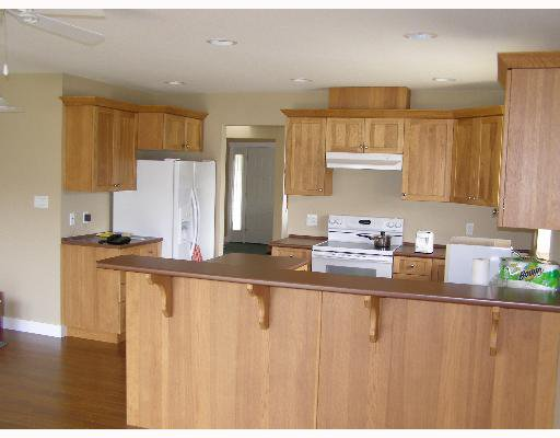 """Photo 3: Photos: 507 SHAW Road in Gibsons: Gibsons & Area House for sale in """"W"""" (Sunshine Coast)  : MLS®# V580770"""