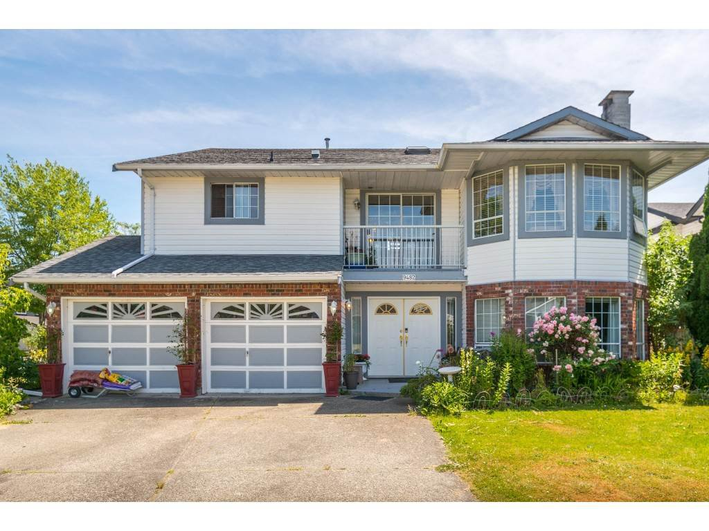 Main Photo: 9482 153 STREET in Surrey: Fleetwood Tynehead House for sale : MLS®# R2381549