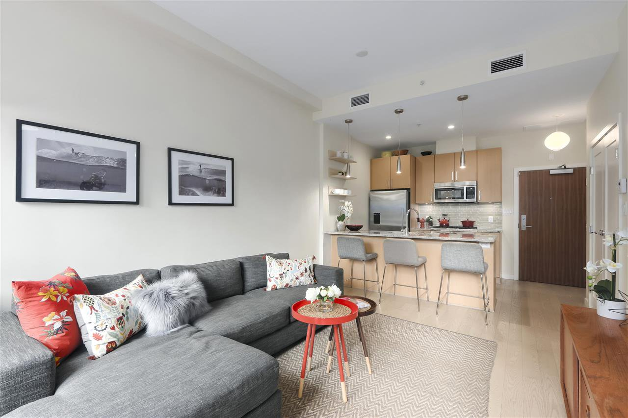 """Main Photo: 40 38 W 1ST Avenue in Vancouver: False Creek Townhouse for sale in """"THE ONE"""" (Vancouver West)  : MLS®# R2429146"""