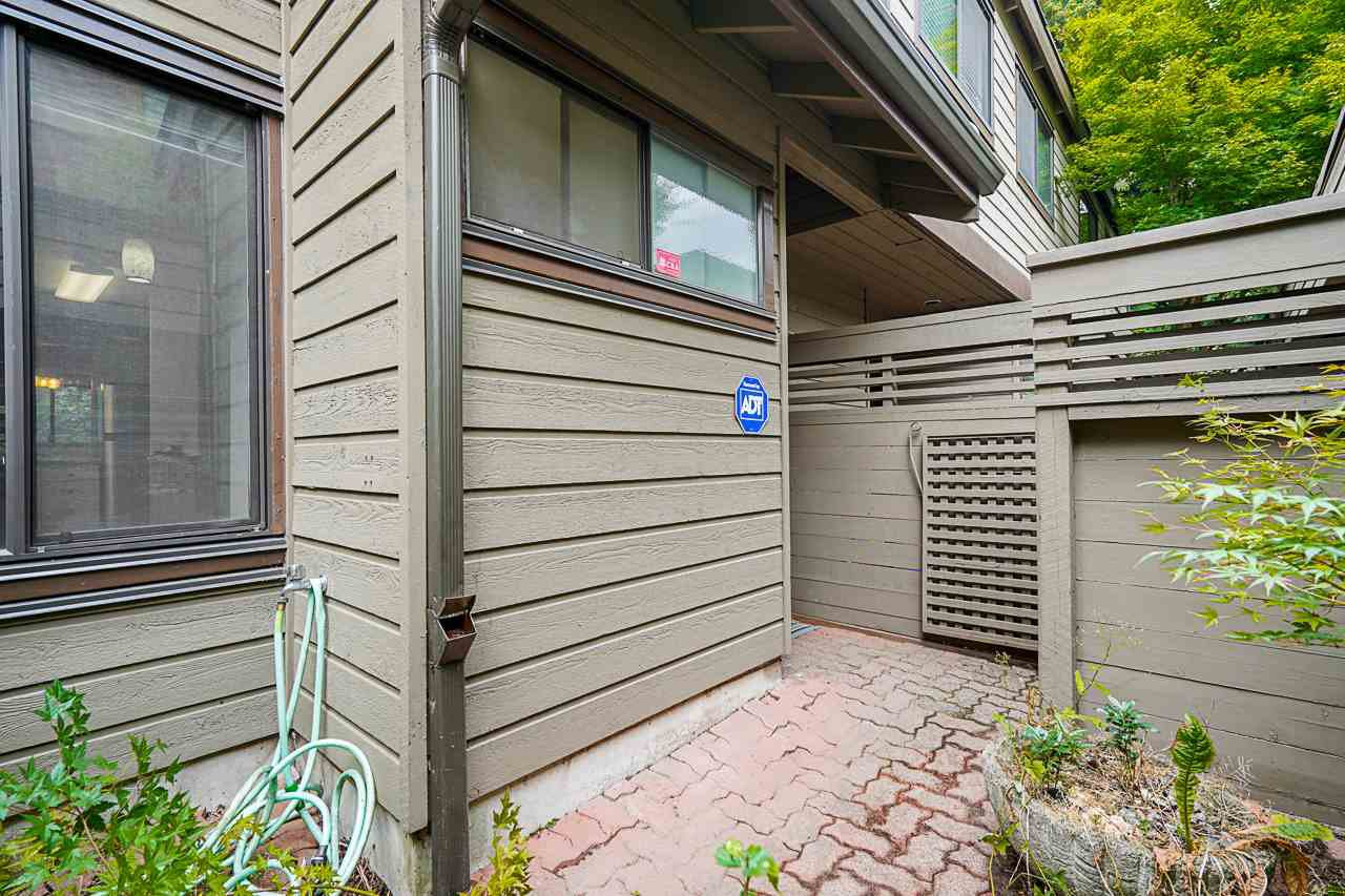 Photo 4: Photos: 4139 PARKWAY Drive in Vancouver: Quilchena Townhouse for sale (Vancouver West)  : MLS®# R2486557