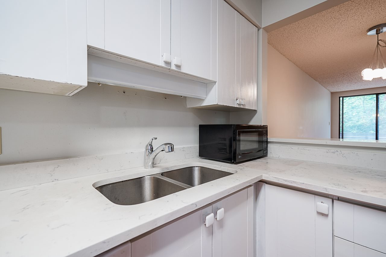 Photo 11: Photos: 4139 PARKWAY Drive in Vancouver: Quilchena Townhouse for sale (Vancouver West)  : MLS®# R2486557