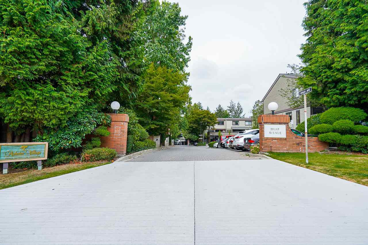 Photo 1: Photos: 4139 PARKWAY Drive in Vancouver: Quilchena Townhouse for sale (Vancouver West)  : MLS®# R2486557