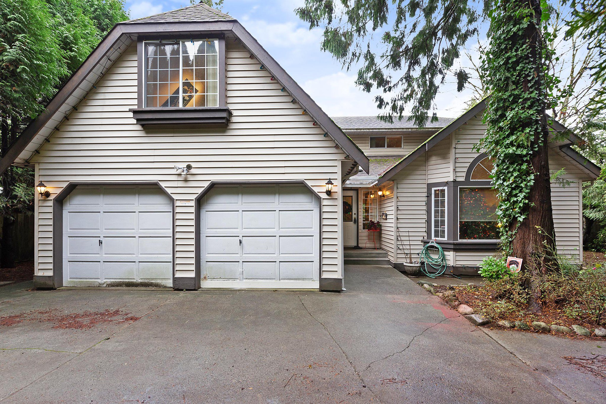 Main Photo: 19437 119 Avenue in Pitt Meadows: Central Meadows House for sale : MLS®# R2424665