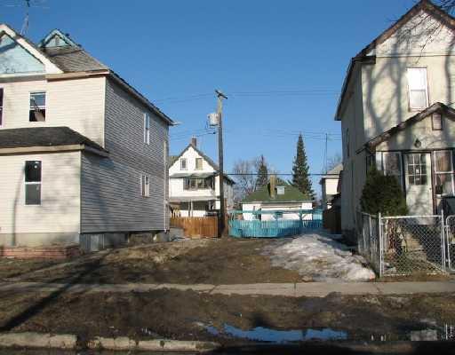Main Photo: 555 VICTOR Street in WINNIPEG: West End / Wolseley Residential for sale (West Winnipeg)  : MLS®# 2804982