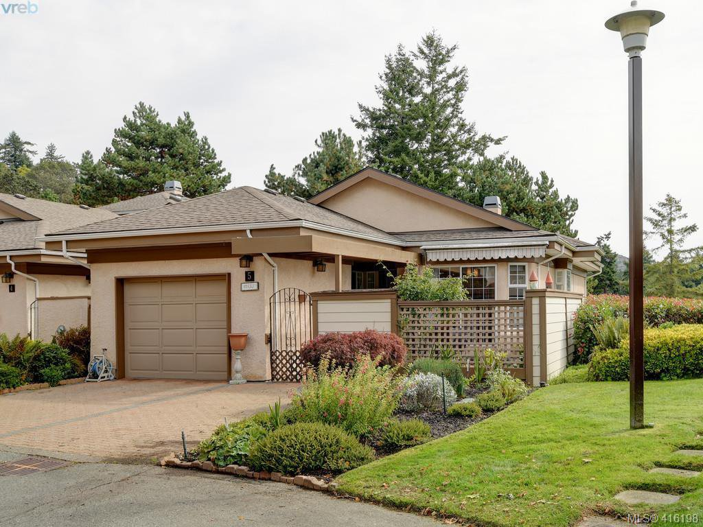 Main Photo: 5 901 Kentwood Lane in VICTORIA: SE Broadmead Row/Townhouse for sale (Saanich East)  : MLS®# 825659
