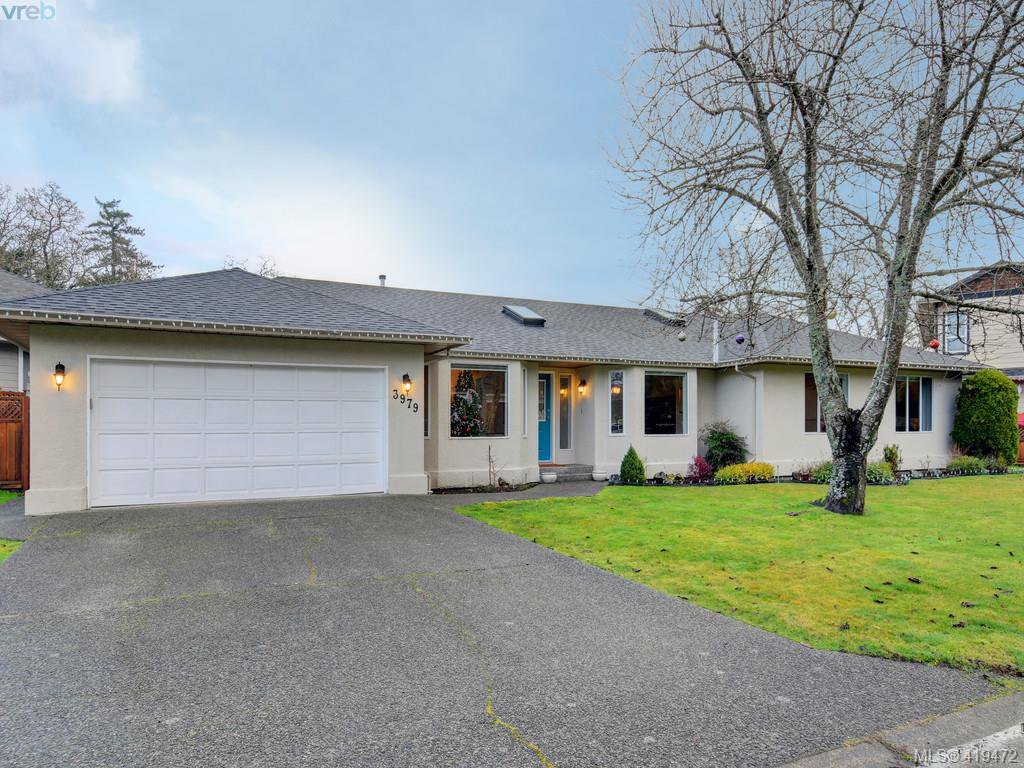 Main Photo: 3979 Blue Ridge Place in VICTORIA: SW Strawberry Vale Single Family Detached for sale (Saanich West)  : MLS®# 419472