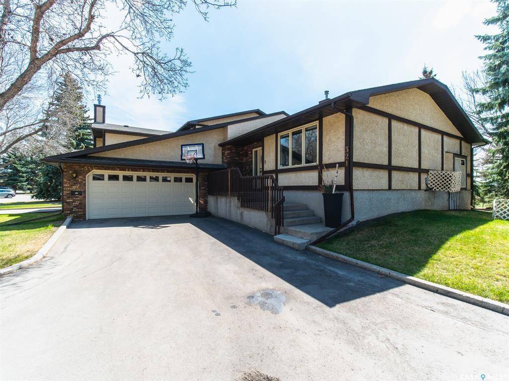 Main Photo: 321 Avon Drive in Regina: Gardiner Park Residential for sale : MLS®# SK819500
