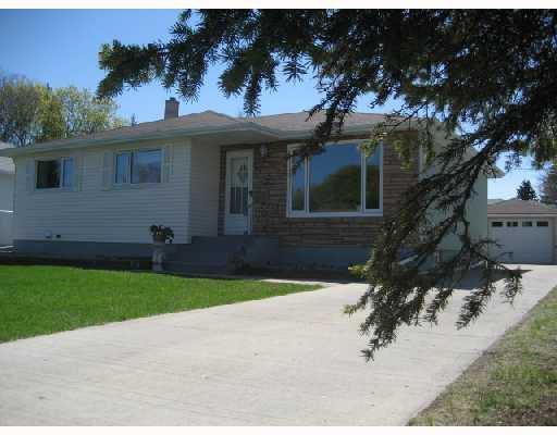 Main Photo: 34 FARWELL Bay in WINNIPEG: Fort Garry / Whyte Ridge / St Norbert Residential for sale (South Winnipeg)  : MLS®# 2808825