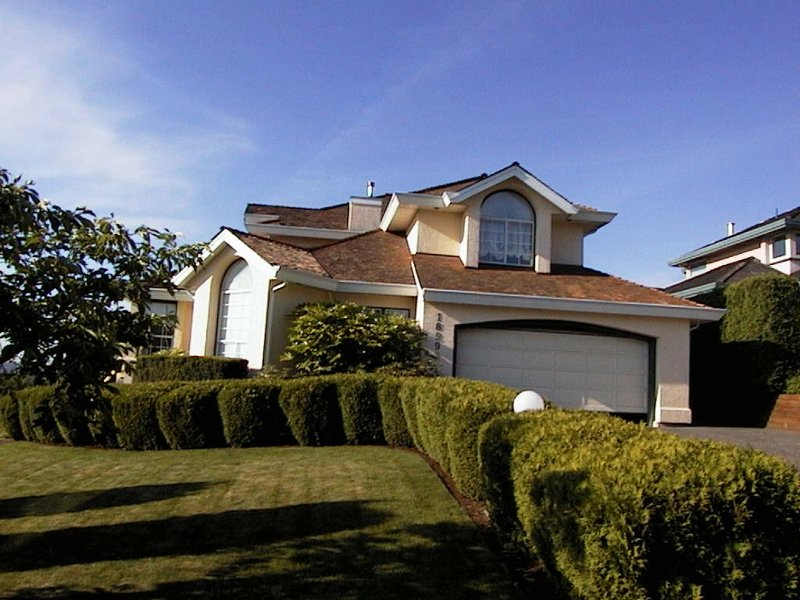 Main Photo: 18992 59th Avenue in Surrey: Cloverdale BC House for sale (Cloverdale)  : MLS®# F2313917