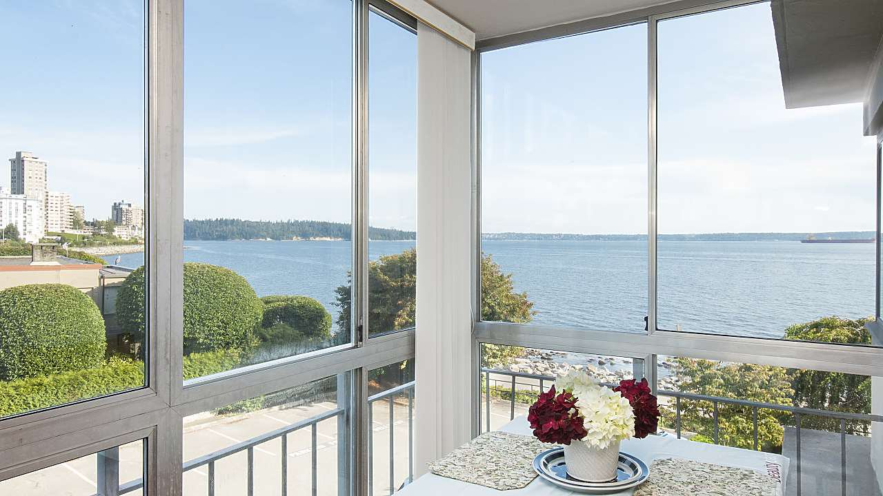 "Main Photo: 208 150 24TH Street in West Vancouver: Dundarave Condo for sale in ""The Seastrand"" : MLS®# R2402258"