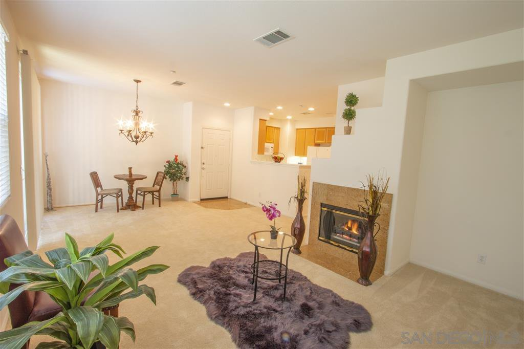 Main Photo: CHULA VISTA Townhome for sale : 3 bedrooms : 357 Callesita Mariola