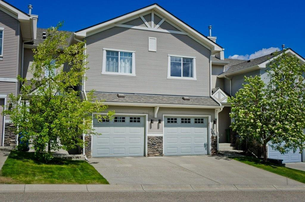 Beautful curb appeal!  parking for two.  one inside and one on your driveway!