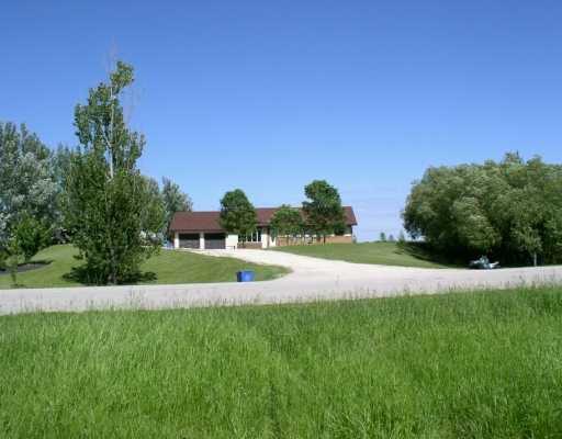 Main Photo: 1933 CARRIERE Drive in St Adolphe: Glenlea / Ste. Agathe / St. Adolphe / Grande Pointe / Ile des Chenes / Vermette / Niverville Single Family Detached for sale (Winnipeg area)  : MLS®# 2519088