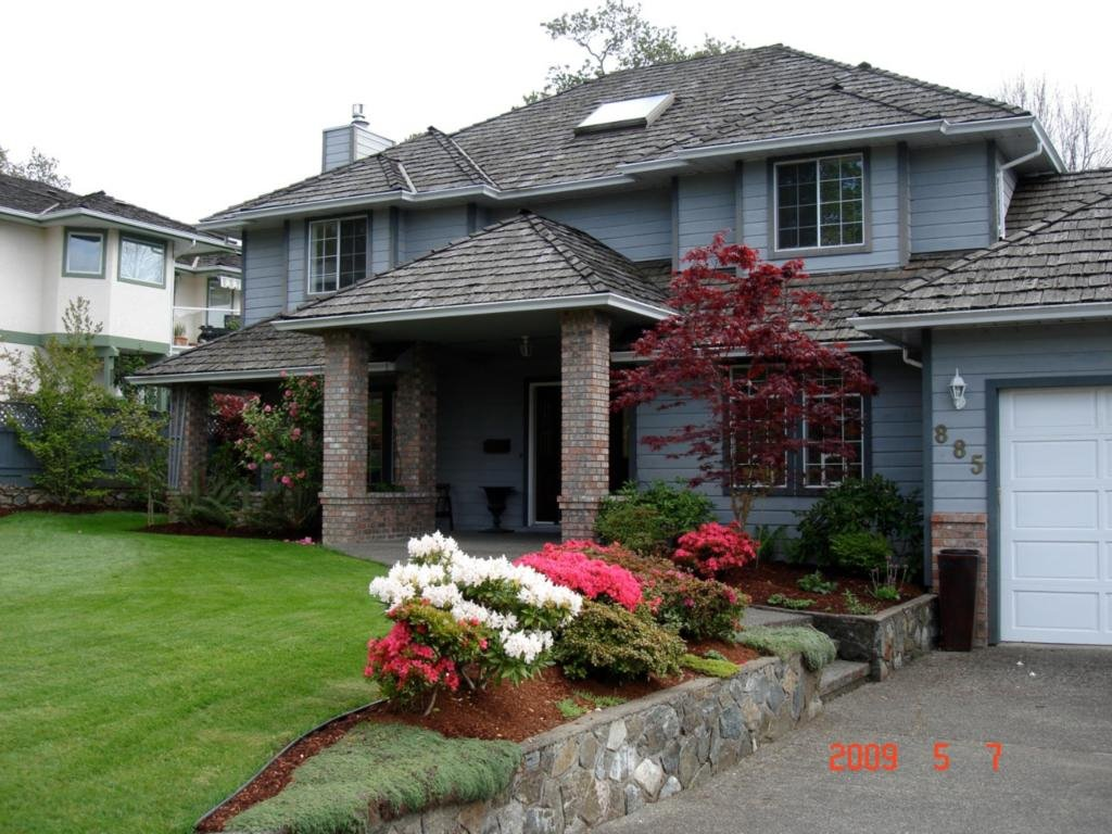 Main Photo: 885 Maltwood Terr in Victoria: Residential for sale : MLS®# 286938