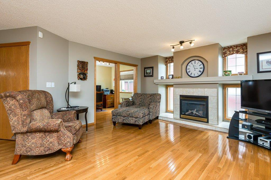 Photo 5: Photos: 1 WOODBEND Way: Fort Saskatchewan House for sale : MLS®# E4209041