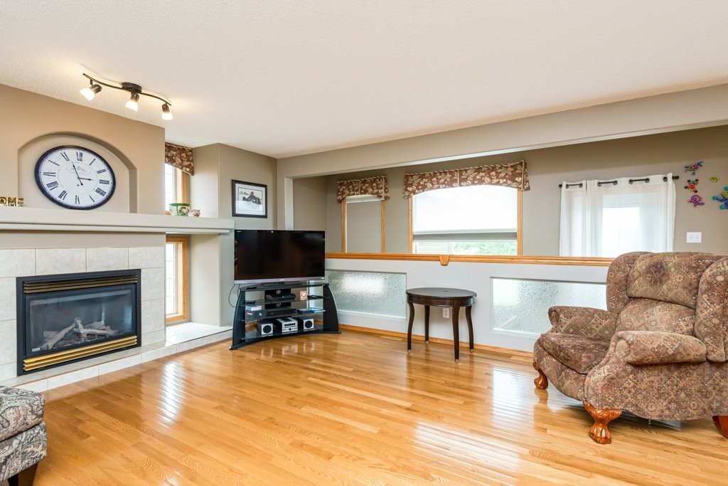 Photo 6: Photos: 1 WOODBEND Way: Fort Saskatchewan House for sale : MLS®# E4209041