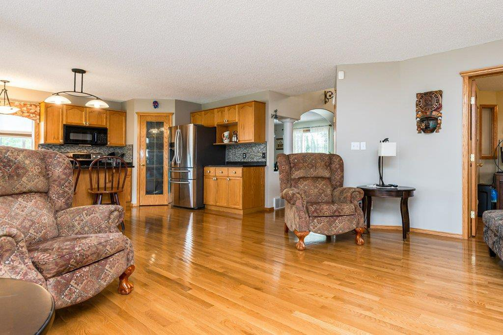 Photo 13: Photos: 1 WOODBEND Way: Fort Saskatchewan House for sale : MLS®# E4209041