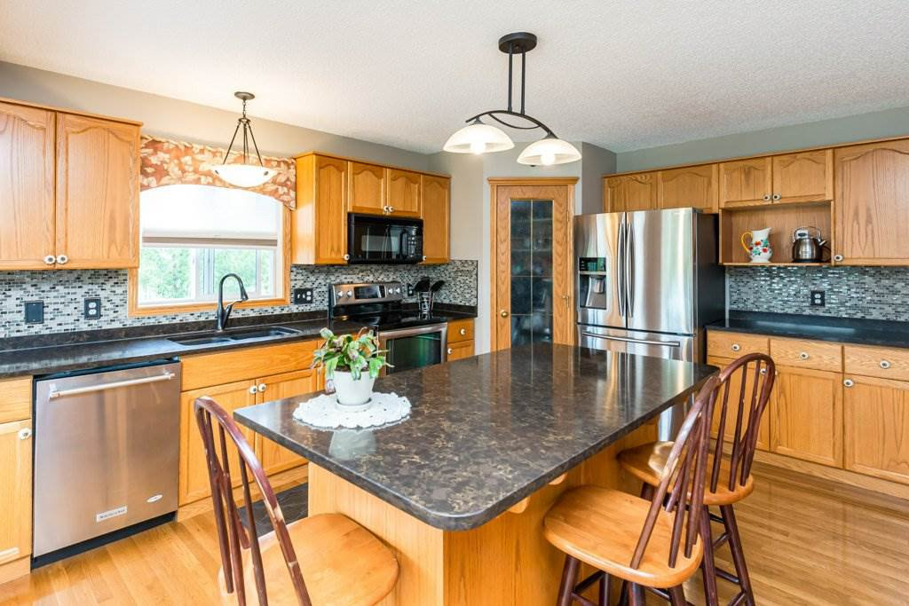 Photo 9: Photos: 1 WOODBEND Way: Fort Saskatchewan House for sale : MLS®# E4209041