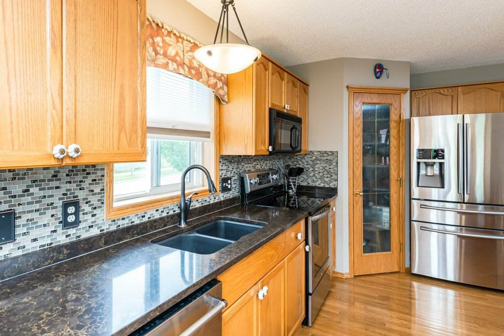 Photo 10: Photos: 1 WOODBEND Way: Fort Saskatchewan House for sale : MLS®# E4209041