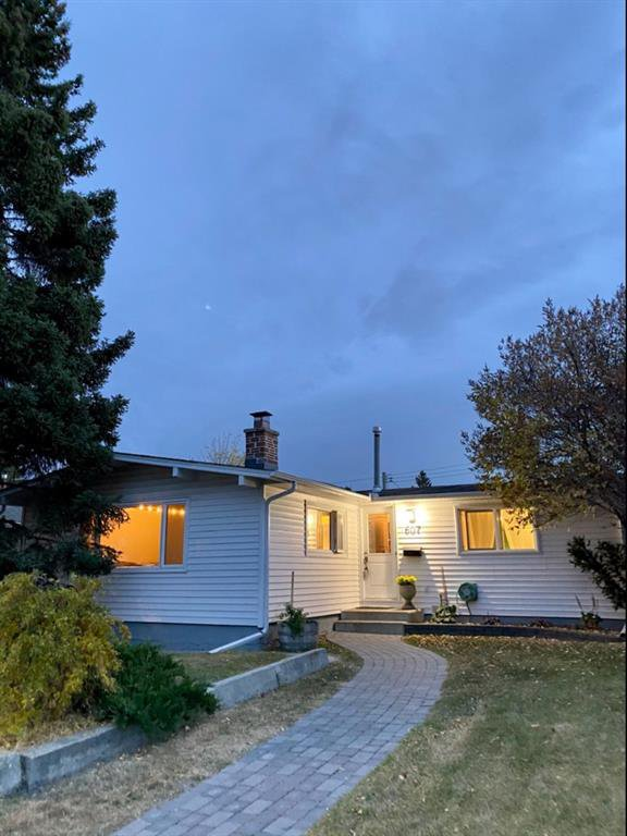 Main Photo: 607 101 Avenue SW in Calgary: Southwood Detached for sale : MLS®# A1040902