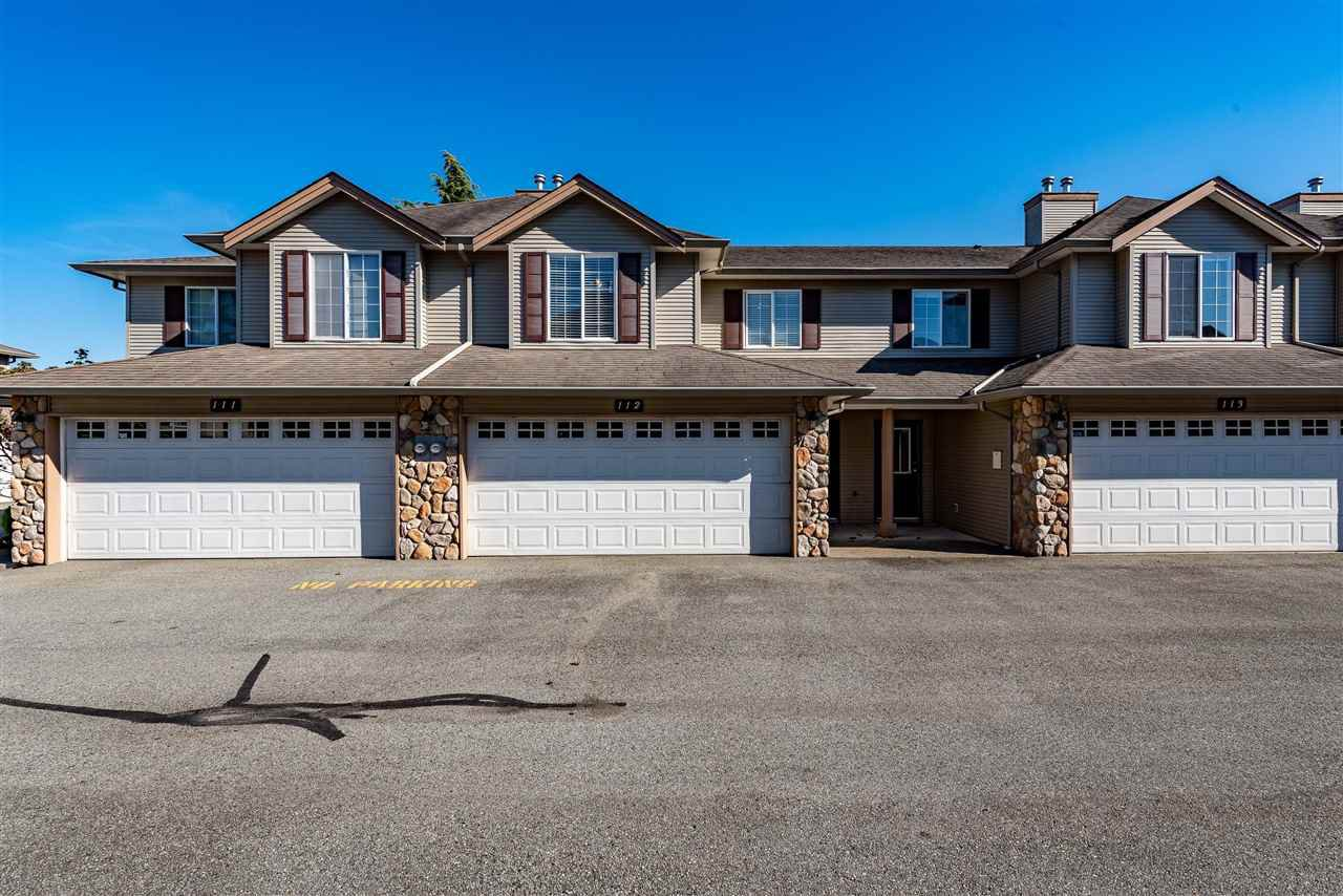 "Main Photo: 112 46451 MAPLE Avenue in Chilliwack: Chilliwack E Young-Yale Townhouse for sale in ""Fairlane"" : MLS®# R2412846"