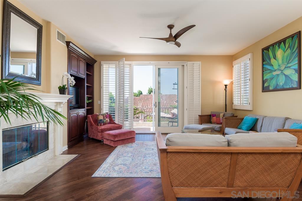 Main Photo: LA JOLLA Condo for sale : 3 bedrooms : 1371 Caminito Balada