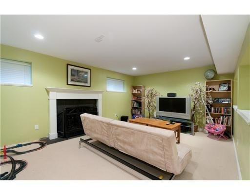 Photo 8: Photos: 1557 BALMORAL AV in Coquitlam: House for sale : MLS®# V866724