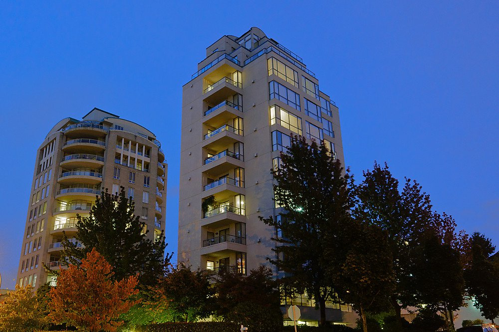 Main Photo: 800 5890 Balsam Street in Vancouver: Kerrisdale Condo for sale (Vancouver West)  : MLS®# V912082