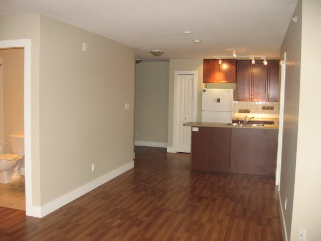 Photo 8: Photos: 404 - 256 HASTINGS AVENUE in PENTICTON: Residential Attached for sale : MLS®# 140039