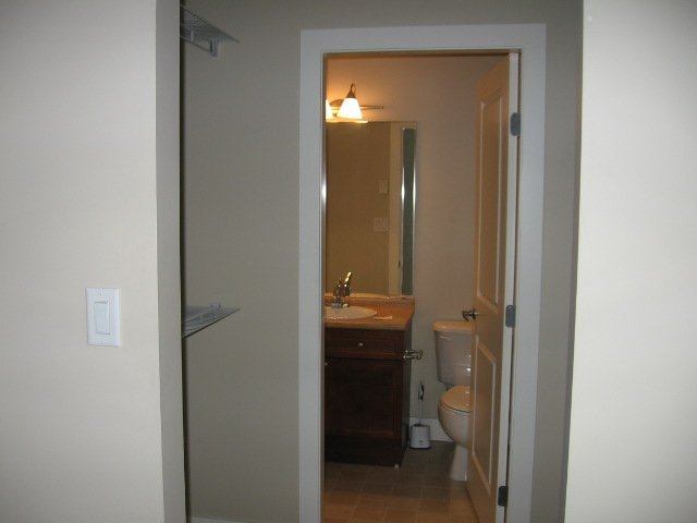 Photo 5: Photos: 404 - 256 HASTINGS AVENUE in PENTICTON: Residential Attached for sale : MLS®# 140039