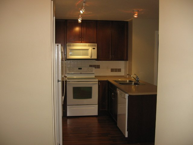 Photo 6: Photos: 404 - 256 HASTINGS AVENUE in PENTICTON: Residential Attached for sale : MLS®# 140039