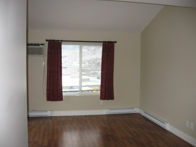 Photo 9: Photos: 404 - 256 HASTINGS AVENUE in PENTICTON: Residential Attached for sale : MLS®# 140039