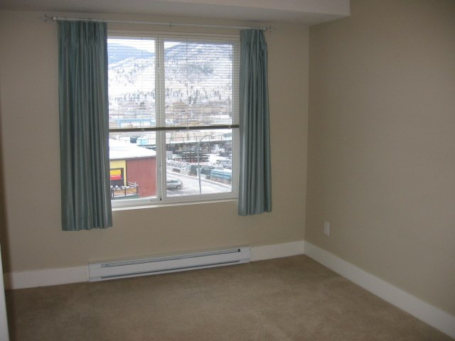 Photo 2: Photos: 404 - 256 HASTINGS AVENUE in PENTICTON: Residential Attached for sale : MLS®# 140039