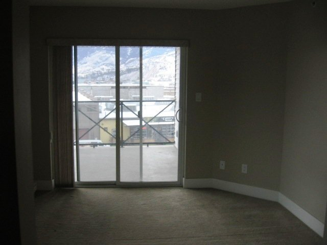 Photo 4: Photos: 404 - 256 HASTINGS AVENUE in PENTICTON: Residential Attached for sale : MLS®# 140039