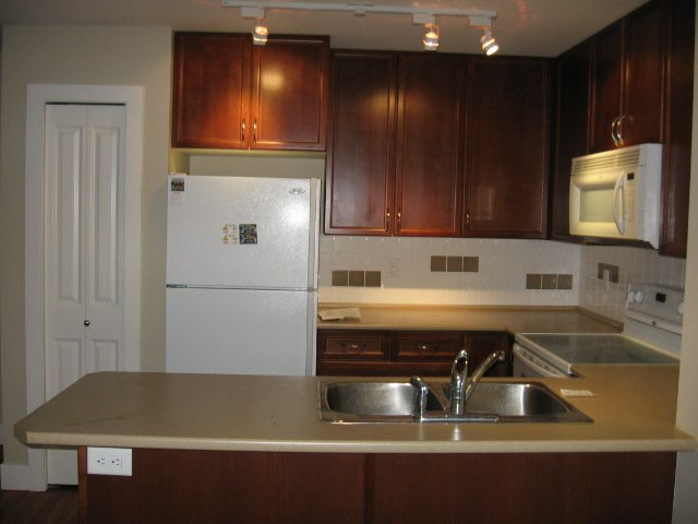 Photo 7: Photos: 404 - 256 HASTINGS AVENUE in PENTICTON: Residential Attached for sale : MLS®# 140039
