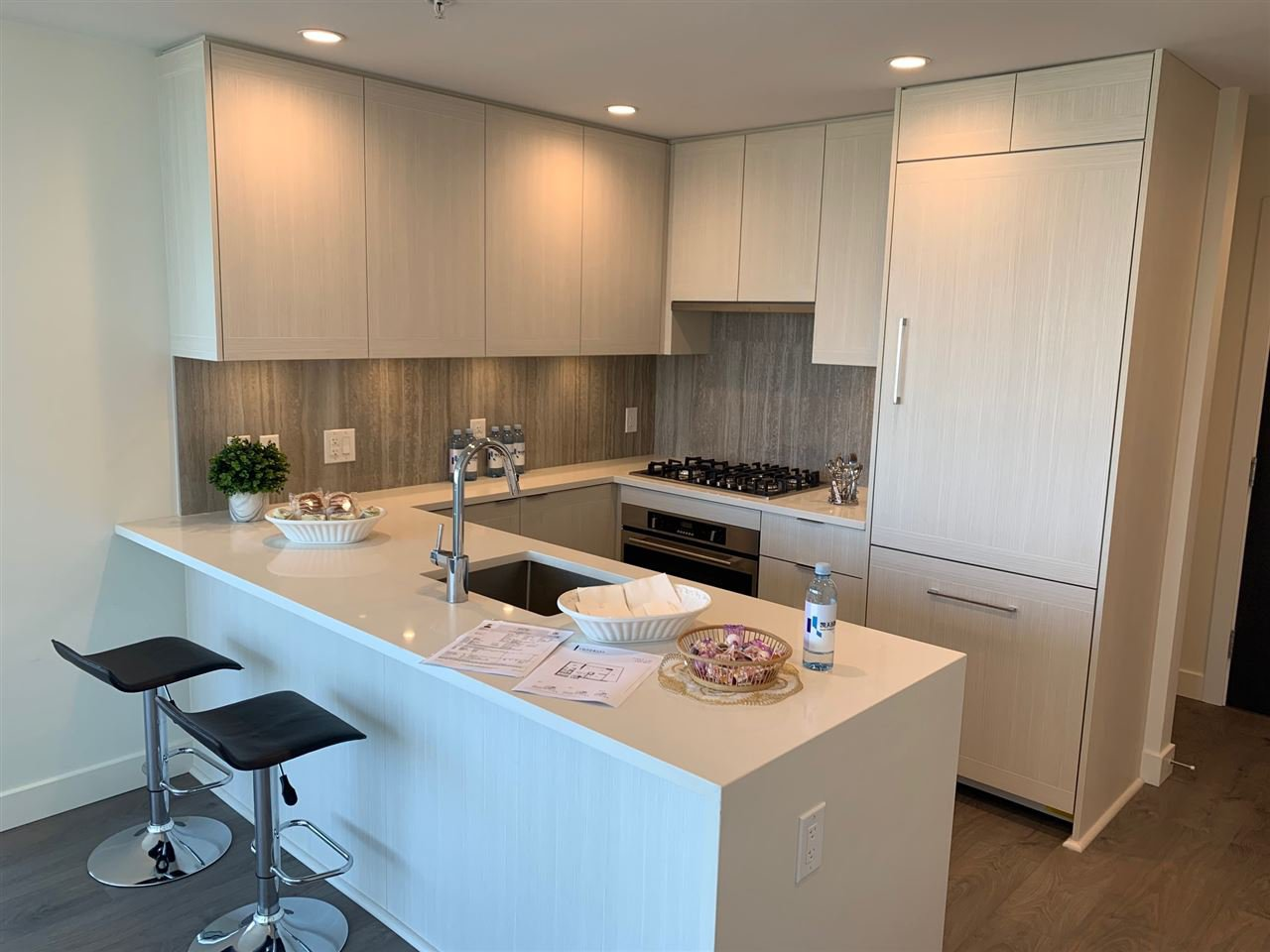 """Main Photo: 1502 5051 IMPERIAL Street in Burnaby: Metrotown Condo for sale in """"IMPERIAL"""" (Burnaby South)  : MLS®# R2393456"""