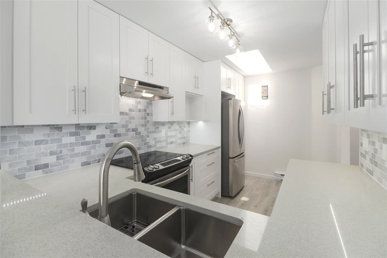"""Main Photo: 408 210 CARNARVON Street in New Westminster: Downtown NW Condo for sale in """"Hillside Heights"""" : MLS®# R2461526"""