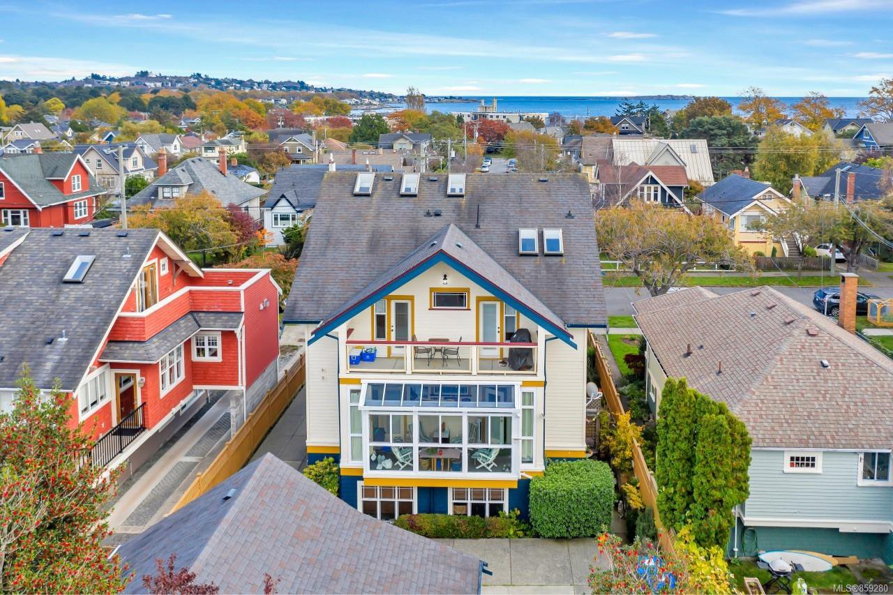 Main Photo: 4 76 moss St in : Vi Fairfield West Row/Townhouse for sale (Victoria)  : MLS®# 859280