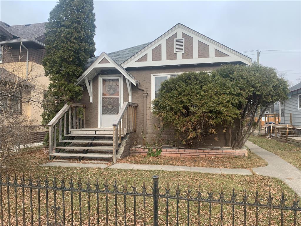 Main Photo: 395 Inkster Boulevard in Winnipeg: West Kildonan Residential for sale (4D)  : MLS®# 202027526