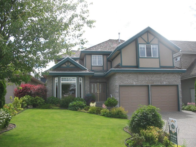 Beautiful 2 storey custom home offers superior craftsmanship and lovely landscaping nestled in a quiet cul-de-sac close to excellent schools, shopping and amenities.