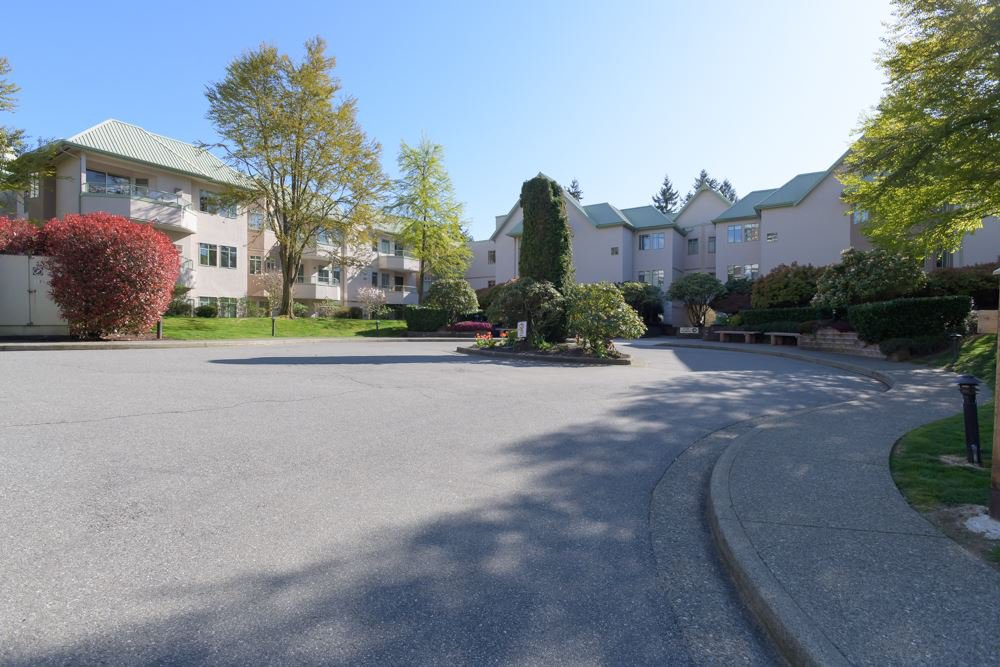 "Main Photo: 415 6735 STATION HILL Court in Burnaby: South Slope Condo for sale in ""COURTYARDS"" (Burnaby South)  : MLS®# R2450864"