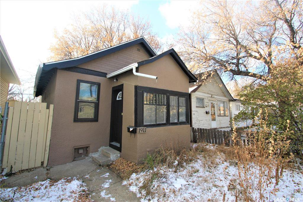 Main Photo: 1911 20TH Street West in Saskatoon: Pleasant Hill Residential for sale : MLS®# SK831106