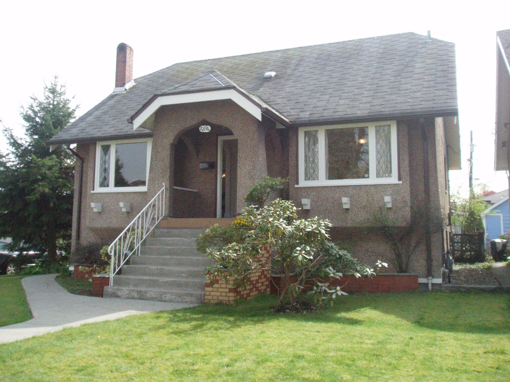 Main Photo: 2594 Grant St in Vancouver: Renfrew VE House for sale (Vancouver East)  : MLS®# V817706