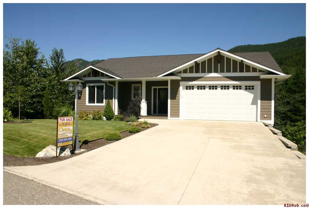 Main Photo: 2726 Rose Dale Place in Blind Bay: Mountview Sub-Division Residential Detached for sale : MLS®# 10033215