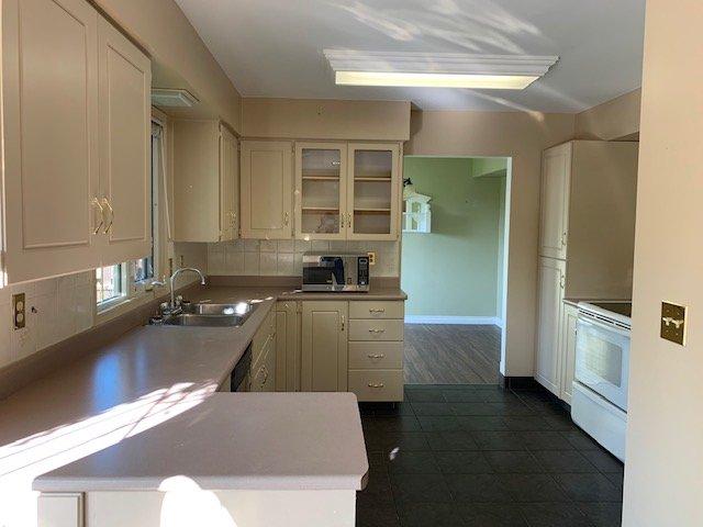 Photo 3: Photos: 9415 105 Avenue in Fort St. John: Fort St. John - City NE House for sale (Fort St. John (Zone 60))  : MLS®# R2400324