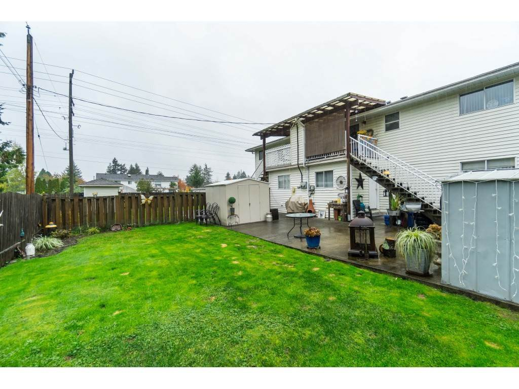 Photo 17: Photos: 9511 150 Street in Surrey: Fleetwood Tynehead House Duplex for sale : MLS®# R2415769