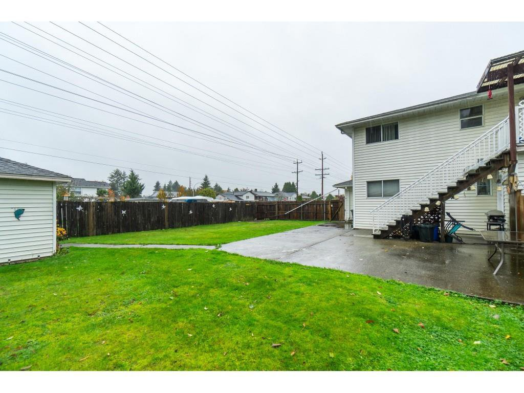 Photo 19: Photos: 9511 150 Street in Surrey: Fleetwood Tynehead House Duplex for sale : MLS®# R2415769